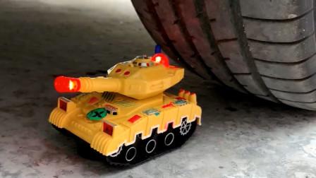 把玩具小坦克、打火机等放在车轮下碾压,看着好解压