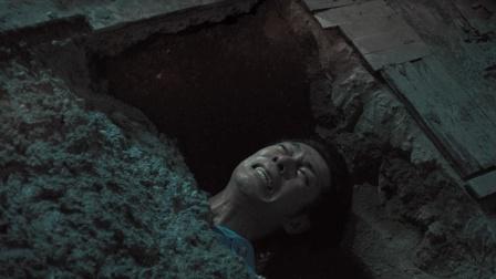 男人被水泥浇筑在地板下,只靠一根管子呼吸,20年后才被人发现
