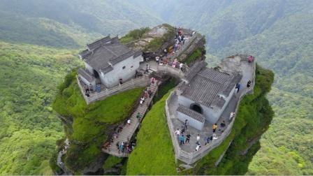 贵州400米悬崖上,发现一座200年前建的寺庙,无人知道它的