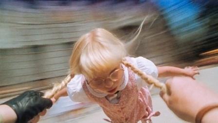 这学校太奇葩,发型不合格的女孩,就直接被当成铁饼甩