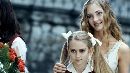 10岁高智商萝莉,不停帮妈妈找新男友,不听话就毁掉