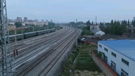 上局合段HXD3C-0677牵引电客K1152通过撮镇