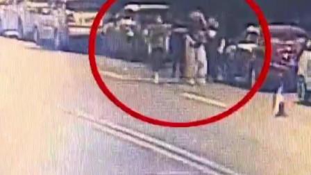 湖南长沙:5名男子凌晨砸车窗盗窃,2小时内20多辆车遭贼手