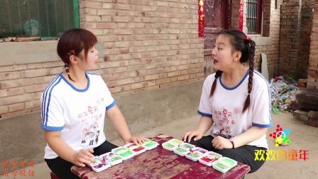 妈妈给欢欢姐妹俩买了爆爆珠,糖果在嘴里跳舞的感觉,真有趣