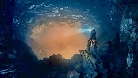 火山连喷1年不断有亡者从中复活,专家深入火山查看,却被吓退