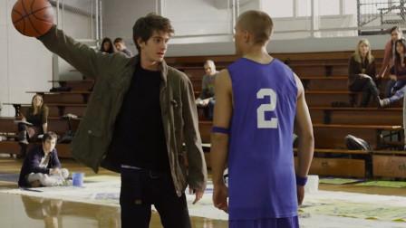 小伙不自量力,和蜘蛛侠打篮球,这不是找虐吗