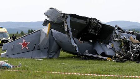 飞机在俄坠毁致7死13伤 机上乘客为一群跳伞者