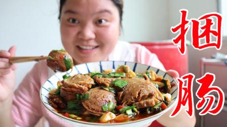 小婷吃到了网红捆肠,用韭菜大蒜爆炒,香辣下饭,越嚼越香真不错