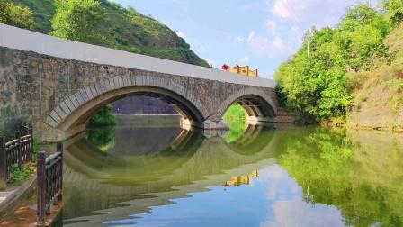 陕西省丹凤县保定村水上乐园竹排。