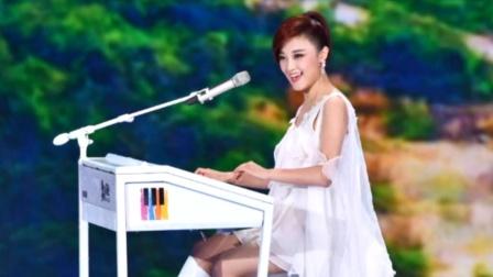 王小玮真的飘了,竟大胆弹奏《新闻联播》,旋律一响跪了!