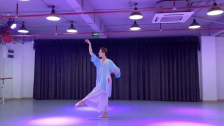 光耀老师舞蹈《画江南》,论妩媚女生都自叹不如,画面太美了!