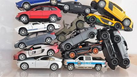 透明盒子里的微型汽车模型展示