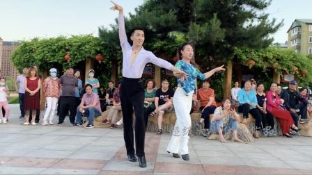 果果和学员小鱼吉特巴广场舞男女反串,精彩!