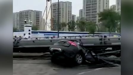 宁波一桩机倒塌砸中轿车:车内2人送医抢救无效死亡