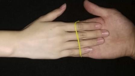 教你一个能摸到女生手的魔术,特简单,学会骗朋友玩