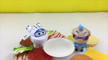超级飞侠和猪猪侠玩汉堡叠叠乐