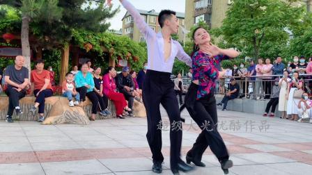 果果和王淑银老师在本溪表演水兵舞,太美了!