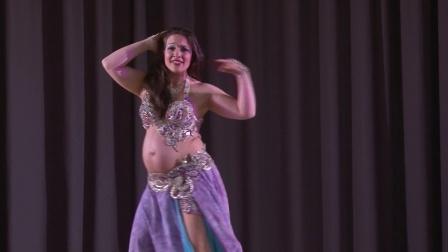 外国孕妇跳肚皮舞