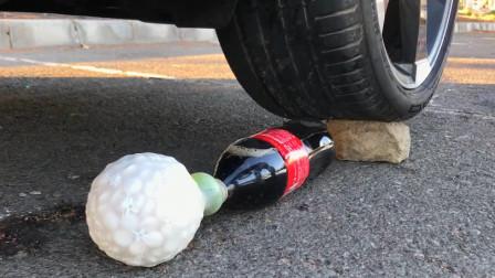 把可乐、儿童玩具等放在车轮下碾压,看着好解压