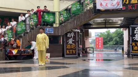庆祝党百岁生日,潘立权老师在九里堤温鸭子店演示陈式49单剑。刚柔相济,松活弹抖,优美极了。
