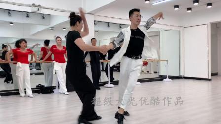 果果和抚顺王颖老师吉特巴广场舞,太帅了!