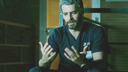 医生获得神技,只要摸人就能治好病,可最后他却不敢治了