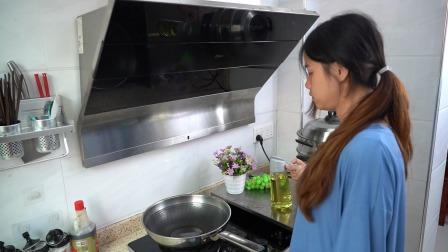 厨房就得要有一个这样的油壶,鹰嘴设计,倒油不挂杯,干净卫生