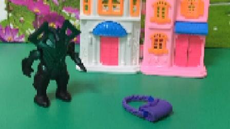 怪兽当木头人,等失主来领包!