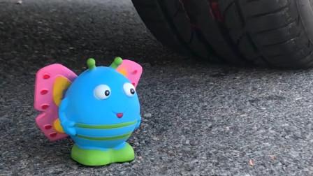 把儿童玩具、彩线等放在车轮下碾压,看着好解压