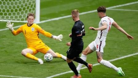英格兰2-0德国晋级八强 斯特林破门凯恩头球