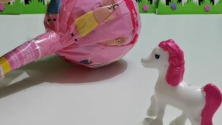益智玩具:小马跑到索菲亚的棒棒糖上面了