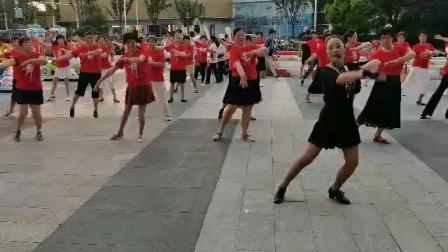"""(49)广场舞《我和我的祖国》万达广场。庆""""七一""""党生日。徐淡吟老师🌹🌴💄💐"""