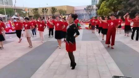 (50)广场舞《手心里的温柔》万达广场。徐淡吟老师🌹🌴💄💐