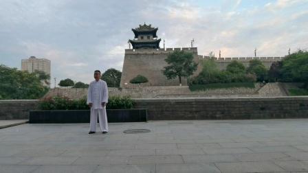 赵幼斌弟子吕炳松,西安古城墙晨练传统杨氏太极拳85式