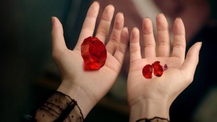 这是我见过最漂亮的吸血鬼,被她咬一口血液就会变成红宝石!