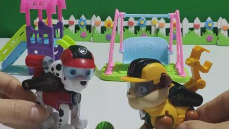 益智玩具 狗狗最喜欢玩球了