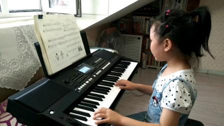张文婷同学电子琴弹奏《月亮上的人》