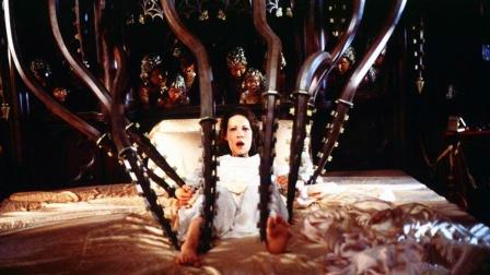 女子来到一座古堡,每晚饱受恐惧折磨,最后却爱上这里不愿离开