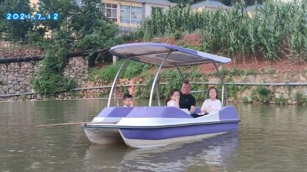 暑假期间,体验助力船是一种享受(保定水上乐园)欢迎您!
