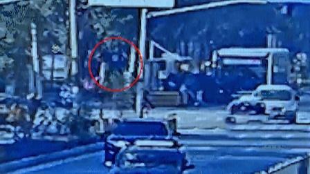 上海一男子在路上突然飞起,意外身亡!离奇画面曝光