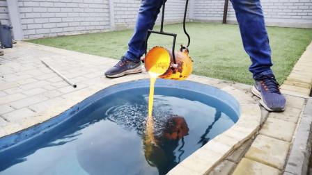 老哥把1000度铜水倒入泳池,意外制造了一件艺术品,真是赚大了!
