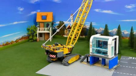 少儿玩具:在山上建造小房子,真棒!