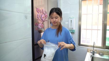 有了这个保鲜膜袋,吃不完的剩菜剩饭用它包裹上特方便