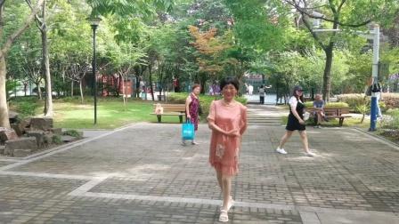 (Ⅰ62)广场舞《红红红》篮球公园练跳。徐淡吟老師🌹🌴💄💐