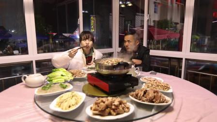 大胃王小姐姐开启江南全羊宴之旅,一大桌的菜吃着也太爽了