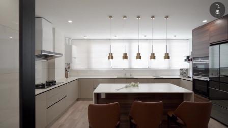 有钱人家的厨房,比我家客厅还要大!长岛台用餐,还能留块家政区