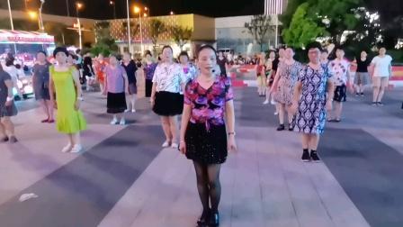 (56)广场舞《我爱的人儿,你在新疆》万达广场。跟着执教老师认真学跳《首学》徐淡吟老師🌹🌴💄💐