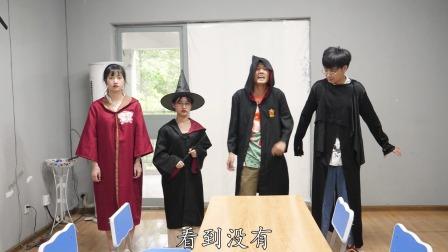 """黑衣人和小小2人PK变幻之术,黑衣人""""憋屁""""放大招能获胜吗?"""
