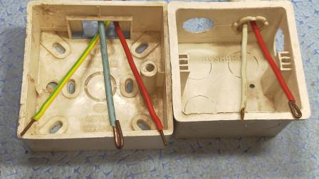 电工知识:墙内线盒耳朵拧掉了,电工师傅轻松修好了,真是大开眼界,真实用