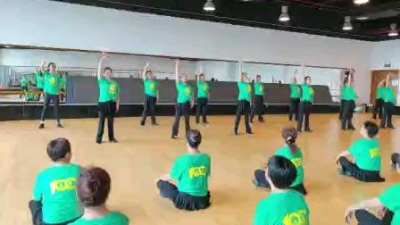 舞蹈《等你来》由三林体育馆一起排练